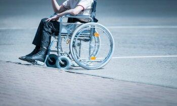 Vasaras ēnas puse: pēc lēciena ūdenī uz mūžu ratiņkrēslā