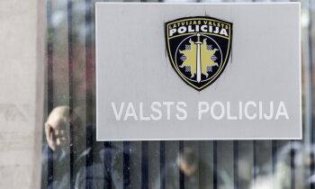 Policistu lūdz apsūdzēt par kriminālprocesa materiālu kopēšanu un nodošanu trešajai personai