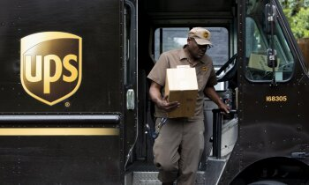 'UPS' piegādes darbinieki turpmāk drīkstēs būt ar bizēm un bārdām