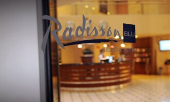 Uz laiku slēgs 'Radisson Blu Rīdzene Hotel'; ne visi darbinieki atgriezīsies