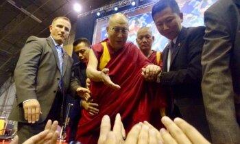 Я называю себя марксистом. Далай-лама на диалогах в Риге, после порции вкусного мяса