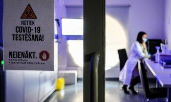 Tūkstošiem testu dienā: 'Delfi' ielūkojas aiz laboratorijas durvīm, kur apmeklētājus neielaiž