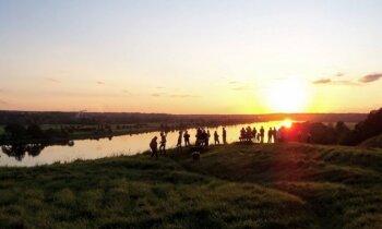 15 leģendu apvīti pilskalni, ko apmeklēt par godu Latvijai