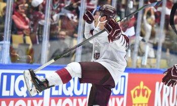 Balcers spožā debijas spēlē PČ atnes Latvijai uzvaru pagarinājumā