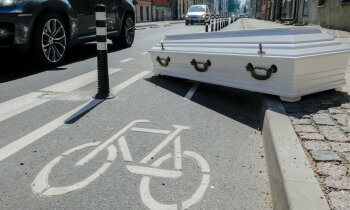 Похороните нас за столбиками! Почему жители Бруниниеку не рады обновленной улице