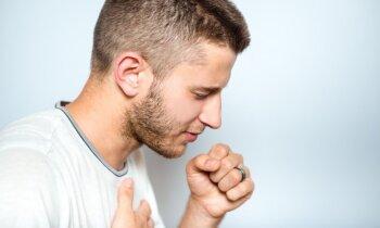 Kādas pazīmes liecina par plaušu karsoni