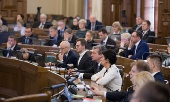 Protesti rītā, sēde līdz vakaram – Saeimas pirmie novadu reformas lēmumi