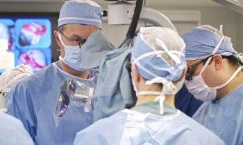 18 gadi ar adatu krūtī: Larisas cīņa par operācijas laikā aizmirstā instrumenta izņemšanu