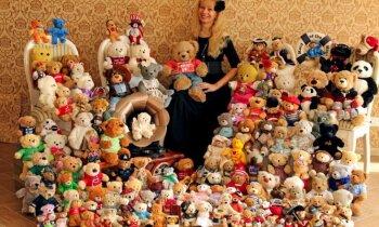 Pieaugusi, bet ar bērna dvēseli – Gundega un viņas skapī dzīvojošie 192 rotaļu lāči