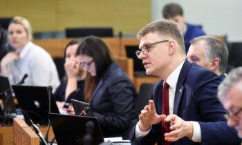 Rīgas domes opozīcija sāk parakstu vākšanu Ušakova atlaišanai