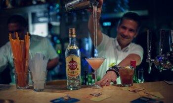 Rums – kokteiļu karalis, jūrnieku valūta un pirātu mierinājums