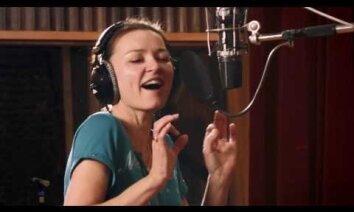 Marija Naumova publicē jaunas dziesmas un izdod albumu