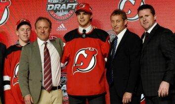 NHL draftā 'Devils' ar pirmo numuru izvēlas jauno talantu – šveicieti Hišeru