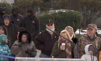 Interneta sensācija: Foto, kas pierāda, ka Elviss Preslijs ir dzīvs