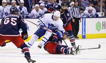 Video: NHL spēlē 'Maple Leafs' mazākumā piecu minūšu vietā nospēlē septiņas