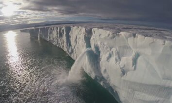 ВИДЕО: Композитор Людовико Эйнауди сыграл на рояле в Северном Ледовитом океане