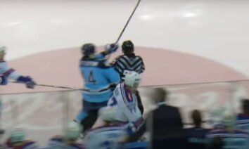Video: KHL spēlē tiesnesis nejauši pielieto spēka paņēmienu
