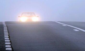 Latvijā daudzviet sabiezējusi migla – redzamība tikai 50 metru