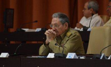 Rauls Kastro kritizē Trampa politiku pret Kubu