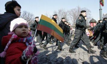 Литовские стрелки передали жителям Восточной Украины электрогенераторы