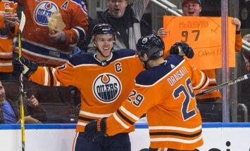Makdeivids gūst četrus vārtus NHL spēlē