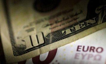 Nauda turpina aizplūst - sasniegts piecos gados zemākais noguldījumu apjoms Latvijas bankās