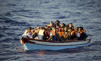 Migrantu laiva pie Mikonosa salas varētu liecināt par jaunu migrantu maršrutu Vidusjūrā