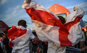 Полиция расследует нацистские приветствия английских фанатов в Волгограде