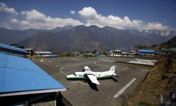 Nepālas kalnos pazudusi lidmašīna ar 21 cilvēku