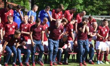 Foto: Latvijas futbolistu fotosesija pirms spēles pret portugāļu zvaigznēm