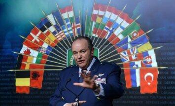 'Zaļo cilvēciņu' iefiltrēšana NATO valstīs tiks uzskatīta par uzbrukumu, brīdina ģenerālis Brīdlovs