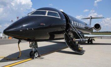 Foto: Melnas ar violetu - 'lidmašīnas bagātajiem' Viļņas lidostā
