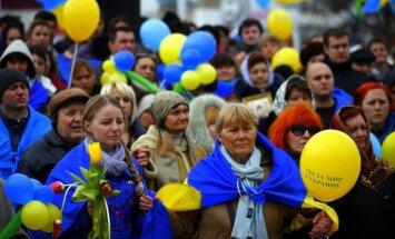 Sevastopolē prokrieviskie aktīvisti ar pātagām uzbrukuši mierīgiem ukraiņu protestētājiem