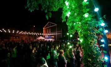 Vasaras izskaņā – Daumanta Kalniņa koncerts Kalnciema kvartālā