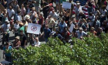 Foto: Bostonā demonstrācijā pret rasismu piedalās desmitiem tūkstošu cilvēku