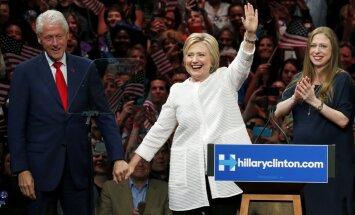 Klintone pārraksta ASV vēsturi un iegūst Demokrātu nomināciju prezidenta amatam