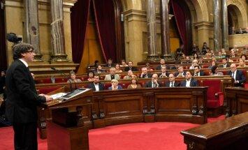 Pudždemons negaidīti atliek Katalonijas neatkarības pasludināšanu