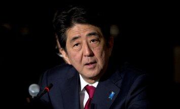 Премьер Японии объяснил Путину, почему не приедет в Москву 9 мая