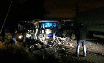Rīgā smagā avārijā bojā gājis viens, bet cietuši 11 cilvēki