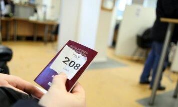 Norāda uz likuma ierobežojumiem, kas Latvijas pilsonību liek zaudēt arī latviešiem ar Krievijas pilsonību