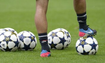 UEFA un FIFA prezidenti pauž apņēmību veikt izmaiņas futbola transfēru sistēmā