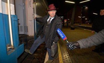 Prokremliskais aģitators Kjeza pametis Igauniju; par aizturēšanu sola 'rakstīt un stāstīt' Eiropā