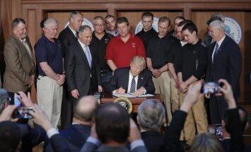 Tramps paraksta rīkojumu par Obamas klimata aizsardzības centienu atcelšanu