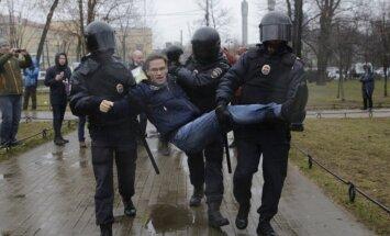 Foto: Protestos Krievijā Putinu aicina nekandidēt prezidenta vēlēšanās