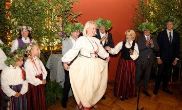 Foto: Kā Saeimas deputāti Jāņus ielīgoja