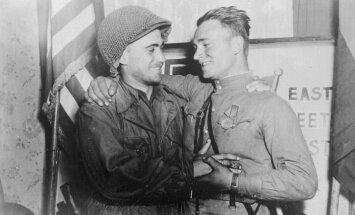 Ziņas 1945# ASV un padomju karavīri tiekas pie Elbas
