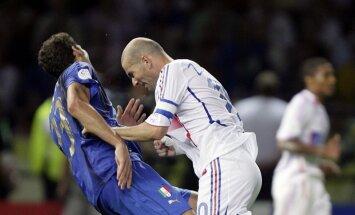 Iesist ar galvu vai ieķerties 'zvanos' – futbolistu stulbākie noraidījumi