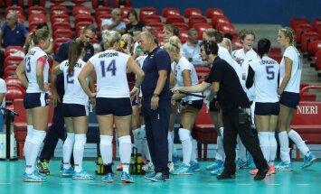 Foto: Latvijas volejbolistes vēlreiz smagi zaudē olimpisko spēļu dalībniecei Itālijai