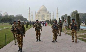 Dienas ceļojumu foto: Tadžmahala apsardze, gaidot Baraka Obamas vizīti