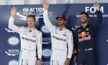 Hamiltons Spānijā izcīna savu trešo 'pole position' šosezon